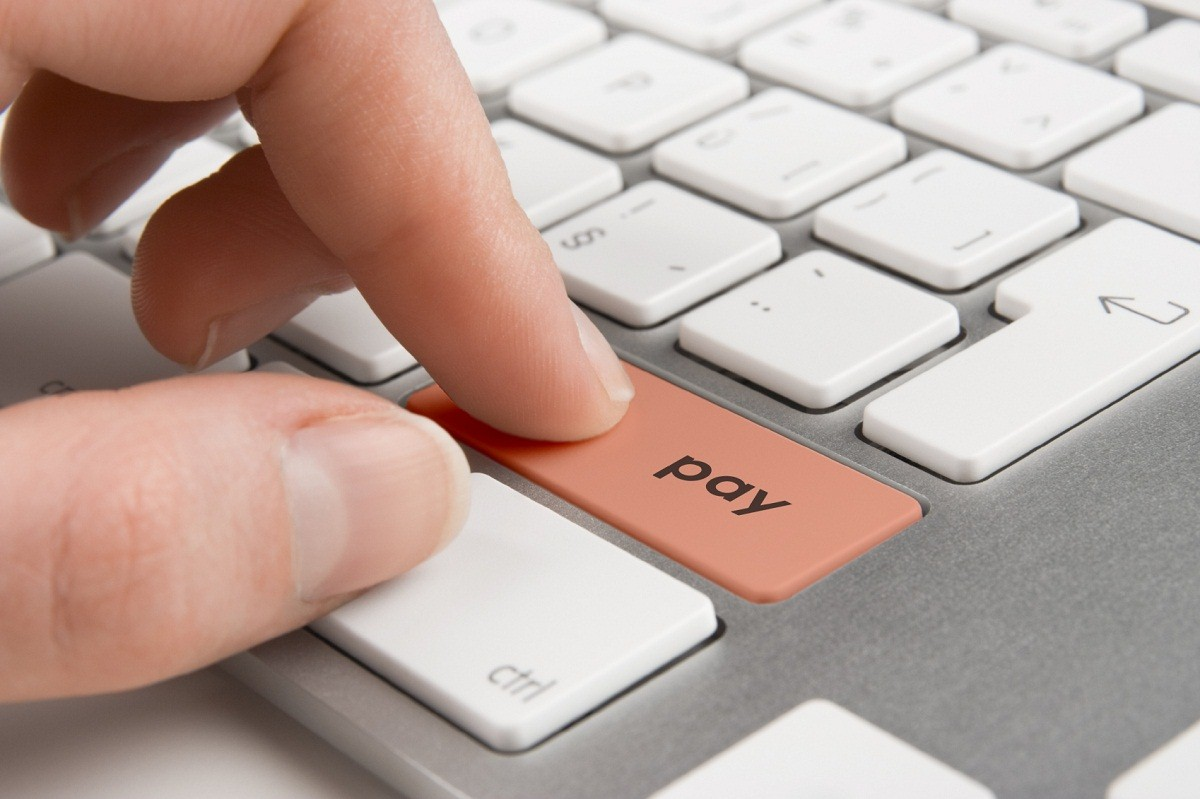 Keyboard with button pay - electronic payment concept
